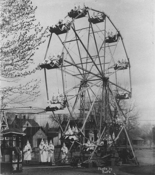 Ku Klux Klan on a Ferris-wheel in 1925